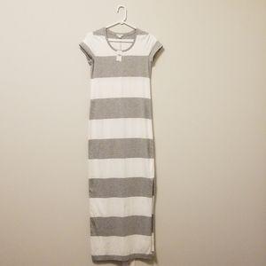 NWT GAP Long striped  Dess White& Grey Sz. XS